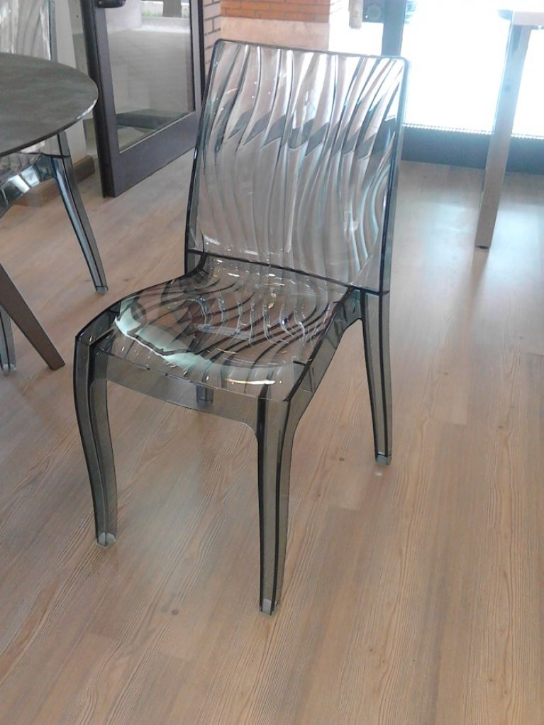 sedia trasparente2